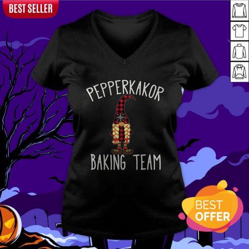 Nice Pepparkakor Baking Team V-neck