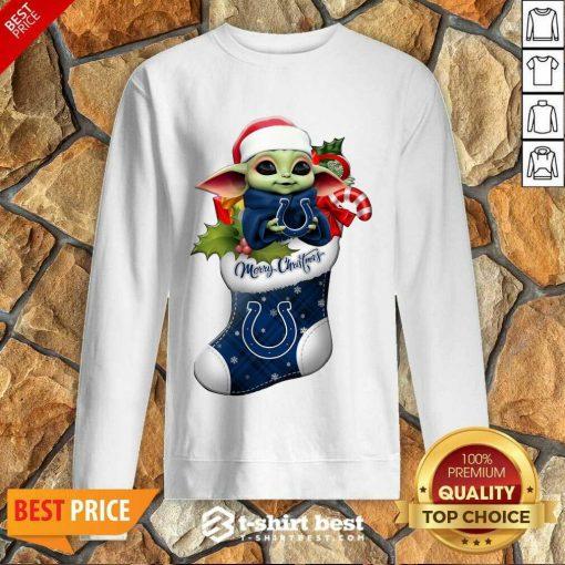 Baby Yoda Hug Indianapolis Colts Ornament Merry Christmas 2020 Sweatshirt - Design By 1tees.com