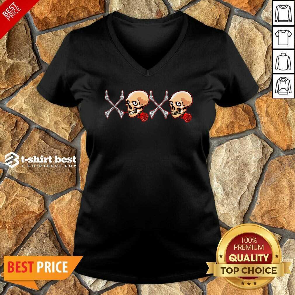 Xoxo Skull V-neck - Design By 1tees.com