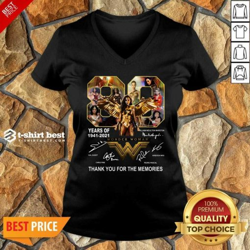 80 Years Of Wonder Woman Thank You For The Memories V-neck - Design By 1tees.com