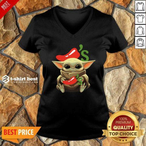 Baby Yoda Hug Chilis 2020 V-neck - Design By 1tees.com