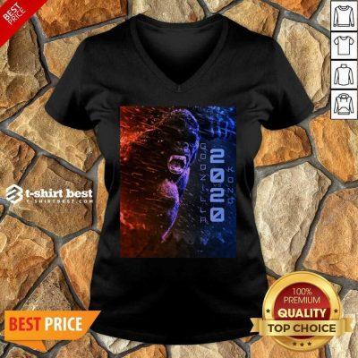 Attractive Filtrados Juguetes Ve Godzilla Vs Kong 2021 V-neck - Design by T-shirtbest.com